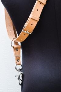 harnais cuir couleur naturel pour photographe de mariage