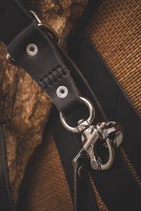 lanière pour harnais double boitier en cuir noir avec couture main