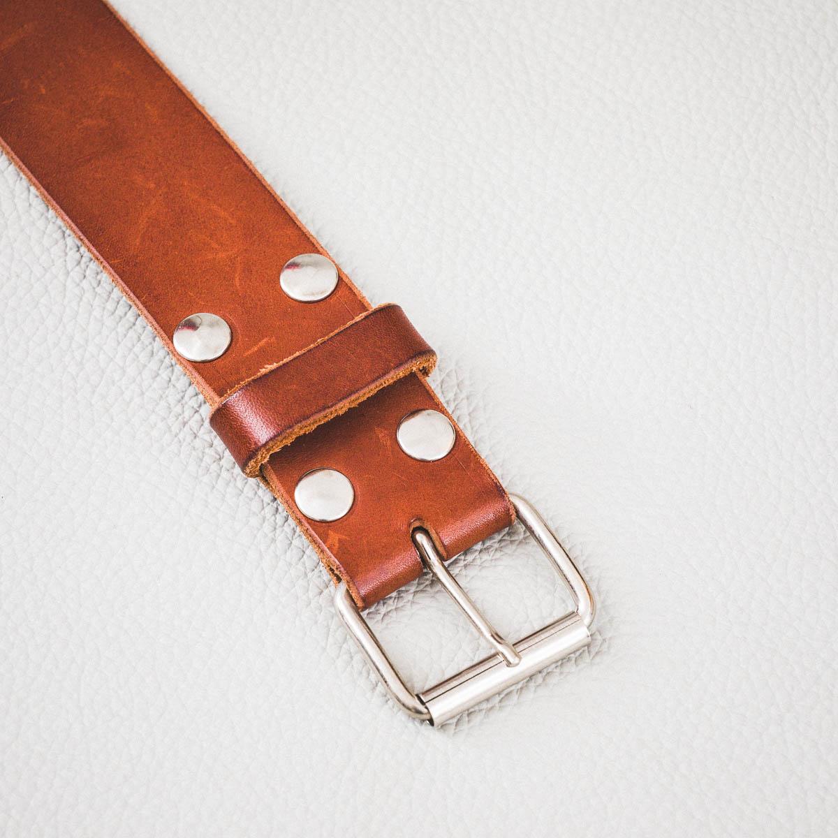ceinture cuir châtaigne rivetée