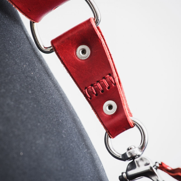 harnais cuir rouge photographe
